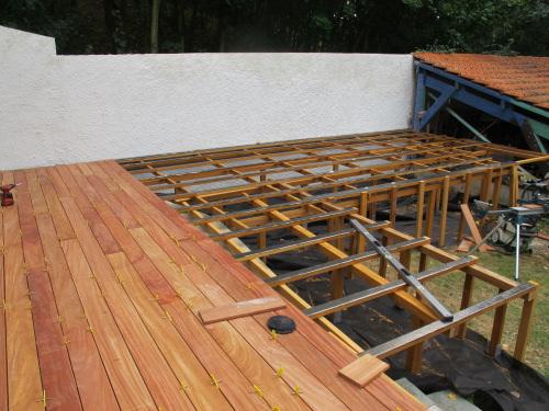 Terrasse sur poteaux avec patelage bois